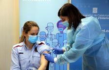 Salut té 10 dies perquè la taxa de vacunació de policies nacionals i guàrdies civils assoleixi la de mossos