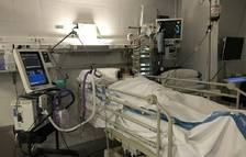 Els pacients crítics de covid desenvolupen menys deliris si reben visites