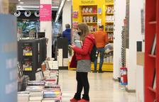 Les llibreries tornen a aixecar la persiana en dissabte després d'un mes de tancament