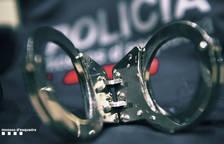 Detinguda després d'agredir un home per robar-li el mòbil i la cartera a Campclar