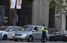 La Policia Municipal de Madrid, haciendo un control a coches.