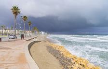 La playa de la Pineda, sin arena