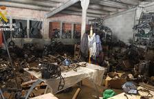 La Guardia Civil sanciona un taller mecànic il·legal en una antiga granja d'animals de la Canonja