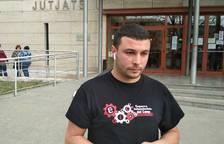 Edgar Fernández fora dels jutjats.