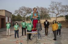 El Ayuntamiento cede a la 'geganta' Frida a la Asociación de Voluntarios del Camp de Tarragona