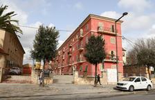 L'edifici compta amb un total de 28 domicilis.