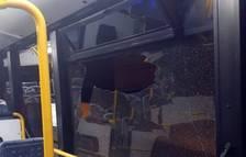 Pillado 'in fraganti' un menor que lanzaba piedras a un autobús urbano en Calafell