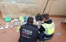 Es van intervenir diverses quantitats de marihuana, haixix i cristall, així com 12.000 euros en metàl·lic, aparells electrònics i de telefonia.