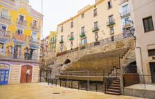 Imatge de les escales de fusta a la plaça dels Sedassos.