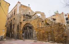 Ca la Garsa, edifici jueu situat a la plaça dels Àngels.