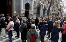 L'empipament d'un exdirectiu de l'OMS per les imatges de les grans cues vistes a Madrid