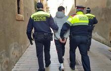 Imatge d'arxiu d'una detenció de la Guàrdia Urbana i els Mossos d'Esquadra a Tarragona.