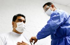Nicolás Maduro rep la primera dosi de la vacuna rusa Sputnik V