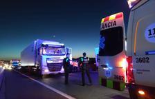 Accident múltiple a l'A-7 a l'altura de Vila-seca amb dos camions i un turisme implicats