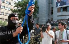 Executen quatre homes a l'Iran per segrestar a una parella d'escaladors i violar a la dona davant del marit