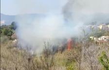 Estabilizado el incendio en Valls donde trabajan siete dotaciones de Bombers