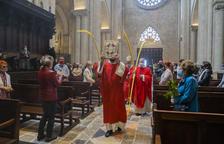 Un Diumenge de Rams de palmes i viacrucis de la Sang a l'interior de la Catedral de Tarragona