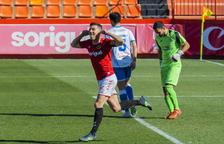 Javi Bonilla celebrando una diana anotada en el Nuevo Estadio esta temporada contra el Prat.
