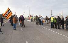 Els treballadors d'IQOXE fan vaga per reclamar un nou conveni que incrementi la plantilla