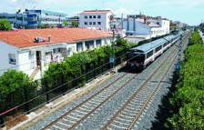 Adif proyecta la instalación de protecciones acústicas en la vía del tren en Calafell