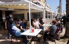 El Procicat estudia si permet als restaurants servir sopars a les terrasses i «suavitzar» el toc de queda