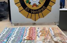 La Policía Local del Vendrell detiene a una persona que llevaba hachís y cocaína en su vehículo