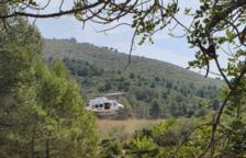 Rescatan a un hombre mayor en la zona de la Cova Foradada de Calafell con un helicóptero