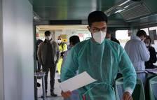 El món registra un rècord de casos setmanals de covid des de l'inici de la pandèmia