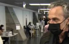 José Coronado es vacuna: «Què volem, un 'efectet' secundari i continuar vius o marxar cap a l'altre barri?»