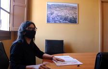 La alcaldesa del Pinell de Brai, Eva Amposta, en el ayuntamiento.