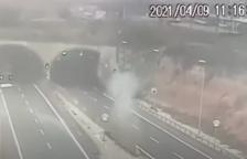Las cámaras de la DGT registran el momento del grave accidenteDGT