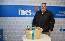 Pere Manel Exposito recull la seva cistella de productes Caprabo