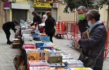 Les parades de llibres i roses ocupen els carrers de Valls un dia abans de la Diada