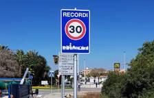 Instalada la nueva señalización vertical en Vila-seca, que limita la velocidad a 30 km/h