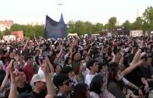 Wuhan deixa enrere el coronavirus: milers de persones sense mascareta ni distància en un festival de música