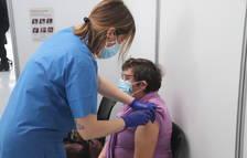 Els adolescents catalans superen als joves de 20 a 29 anys en vacunació