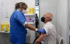 Els menors de 65 anys que hagin passat la covid només hauran d'esperar dos mesos per vacunar-se i no sis com fins ara