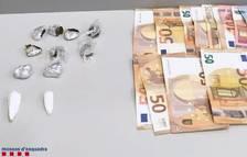 Imagen de las drogas y dinero intervenido.