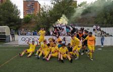 El juvenil A del CD La Floresta celebra una permanencia que, si acaban sancionando al Espanyol, no se producirá.