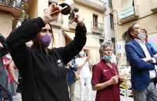 Más de 200 personas asisten a la lectura del manifiesto de los tenderos del barrio antiguo de Valls para reclamar seguridad
