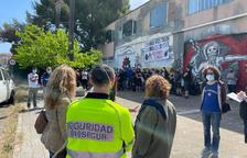 Cerca de 100 personas evitan el desalojo de dos naves ocupadas en Torredembarra