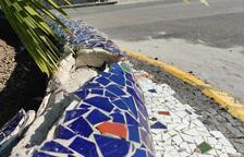 Un conductor perd el control del vehicle i s'estavella contra la rotonda entre el camí de la Cuixa i l'avinguda Mozart de Tarragona