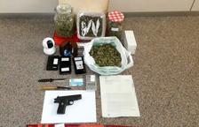 Imagen de las armas y la droga intervenida.