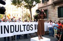 Cs y PPC reúnen a unas 200 personas ante la delegación del gobierno español bajo el lema 'Indultos no'