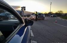 Imagen de archivo de agentes de los Mossos controlando el tráfico.