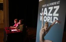 Plano medio de la rueda de prensa de presentación del Jazz World Congress presentado en Reus.