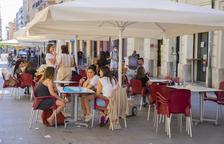 Terrazas de la calle Lleida, donde se han prohibido las actuaciones musicales para no cumplir las normas.