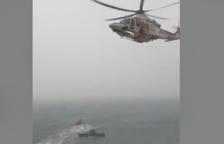 Rescaten un home que ha caigut a l'aigua des de dalt del penya-segat del Passeig del Roquer de Torredembarra