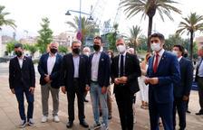El vicepresidente del Gobierno, Jordi Puigneró; del presidente del Puerto de Tarragona, Josep Maria Cruset, y otras autoridades en la reunión con empresarios de Tarragona.