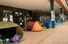 Tiendas de campaña ante delante de el Departamento de Enseñanza para reclamar la estabilización del personal interino laboral y educativo.